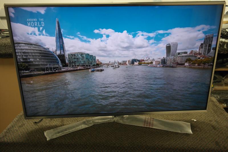 """43"""" LG 43UJ701V 4K Ultra HD Freeview Freesat HD HDR Smart LED TV"""